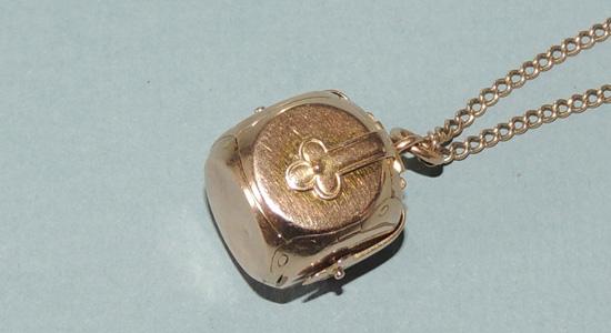 jewelery-necklace2